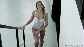أحب أن أرى فتيات طويل القامة يمارس الجنس