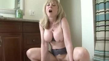 ممارسة الجنس مع معلم ابني الذي لديه مؤخرة كبيرة مع Nina Hartley