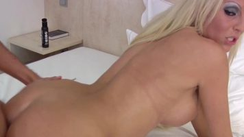 المرأة الشقراء متخصصة في الجنس مع mydirtyhobby