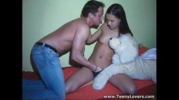 Viktoria Sweet في إنها تجعل الديك يجلس بقوة