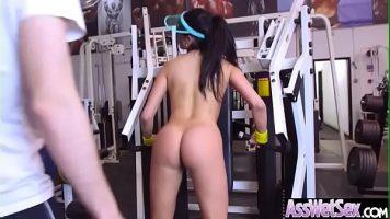 الجنس في صالة الألعاب الرياضية مع اثنين من الحيل المهنية