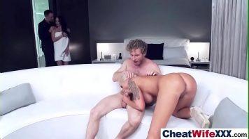 الجنس الجماعي مع رجلين يتبادلان الزوجات