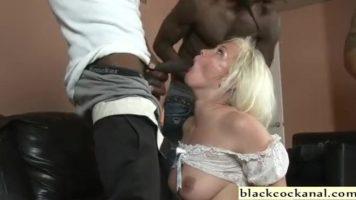 عض امرأة من قبل اثنين من السود