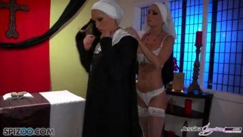 Jessica Jaymes, Nikki Benz في اثنين من الراهبات الساخنة تخطئ معا