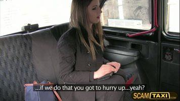 ممارسة الجنس على عجل في سيارة الأجرة حتى لا يراها أحد