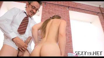 المعلم يمارس الجنس مع بوسها البالغ من العمر 18 عامًا بعد التأمل