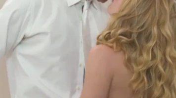 يحدث النشوة الجنسية في كثير من الأحيان في الجنس عاطفي