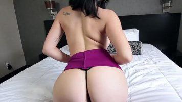 Teens Do Porn تبدو القطع جيدة جدًا مع سراويل ثونغ