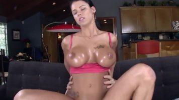 الجنس العفوي في كس اللاتينية مع كبير الثدي مع Peta Jensen