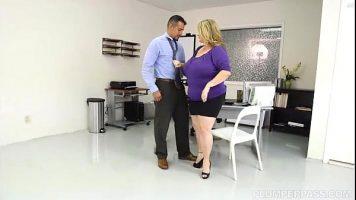 امرأة سمينة استغل من قبل موظف