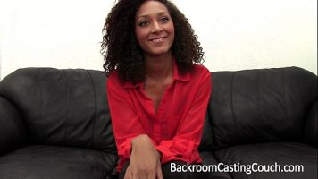 خلق امرأة سوداء مارس الجنس في مقابلة عمل